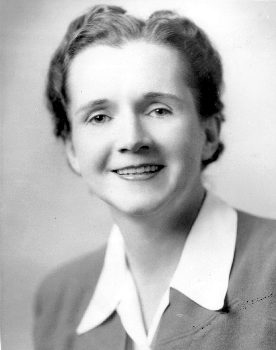 A young Rachel Carson smiles in a black-and-white photo.